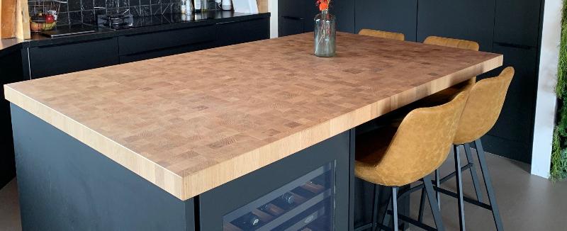 keukenblad van vierkante houten blokjes